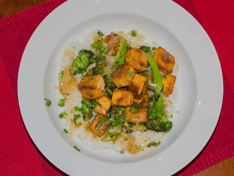 Crispy Lemon Tofu with Onions and Broccoli