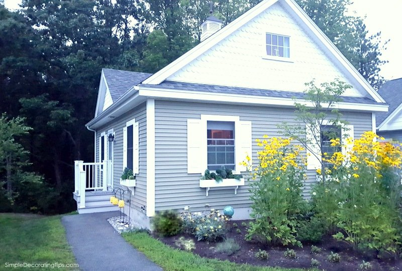 SimpleDecoratingTips.com cottage at dusk 2016