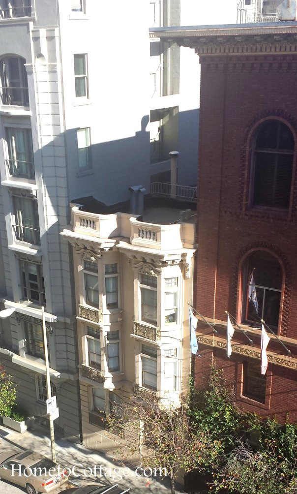 HometoCottage.com bay windows between 2 giants