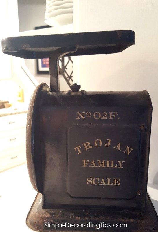 SimpleDecoratingTips.com Trojan Family Scale side