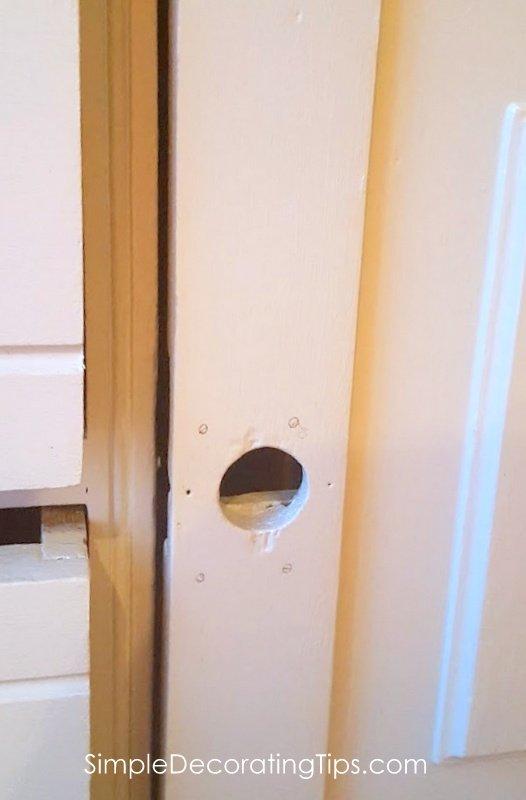 SimpleDecoratingTips.com door missing hardware