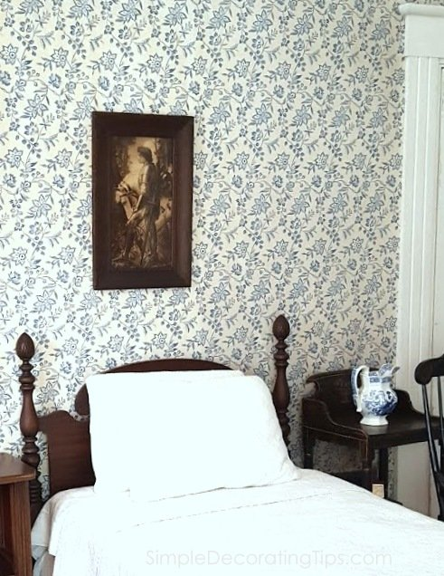 SimpleDecoratingTips.com The Columns Historical Wallpaper