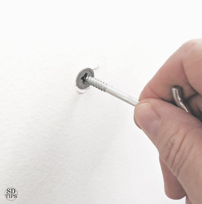 Simple Hollow Wall Anchor SimpleDecoratingTips.com