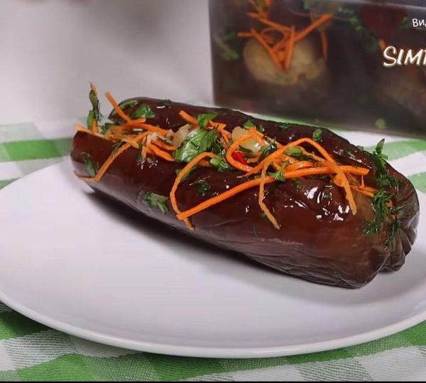 Квашеные баклажаны - это вкусная закуска с приятной кислинкой.