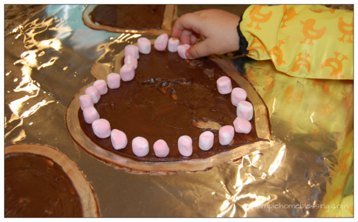 Simple Valentines Day Activity for Toddlers - sweet and messy
