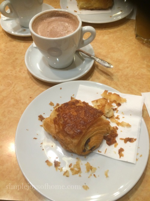 Petit Dejeuner at Brasserie Aux PTT