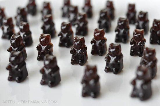 homestead blog hop feature - homemade-elderberry-syrup-gummy-bears