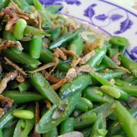 Stir-Fried Green Beans with Crispy Anchovies