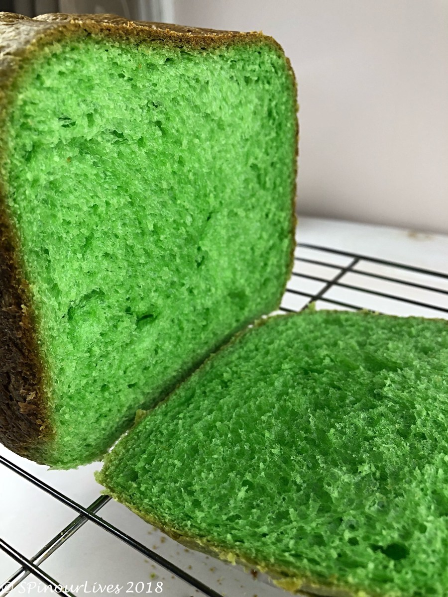 Coconut Pandan Bread (Tangzhong Method)