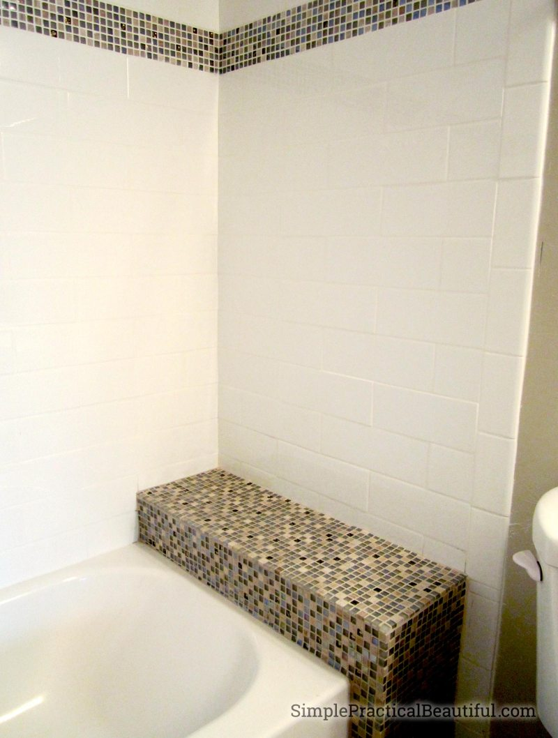 bathtub-tile-stripe