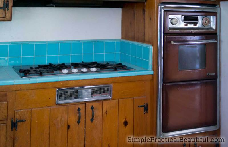 vintage gas cooktop and stove that need to be removed in a kitchen demolition