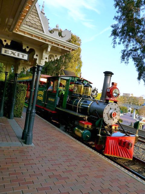 Disneyland Railroad - Simple Sojourns