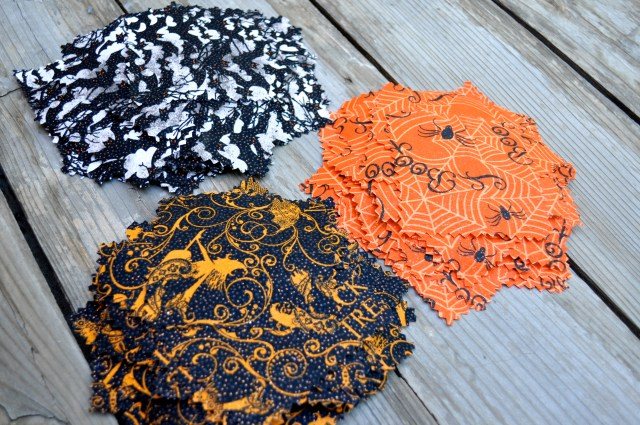 Fabric Halloween Wreath Squares - Simple Sojourns