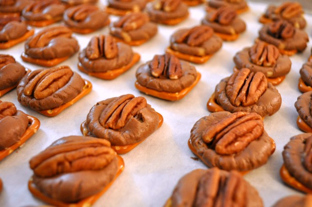 Pretzel Rolo Turtles Baking- Simple Sojourns