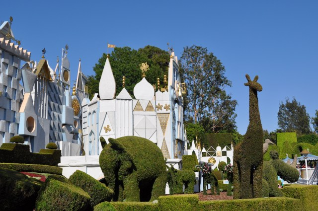 Disneyland it's a small world - Simple Sojourns