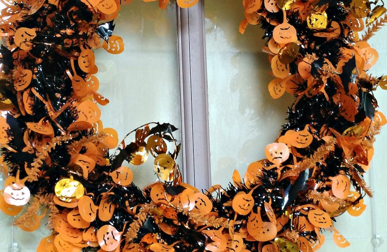 Simple Halloween Wreath How-To