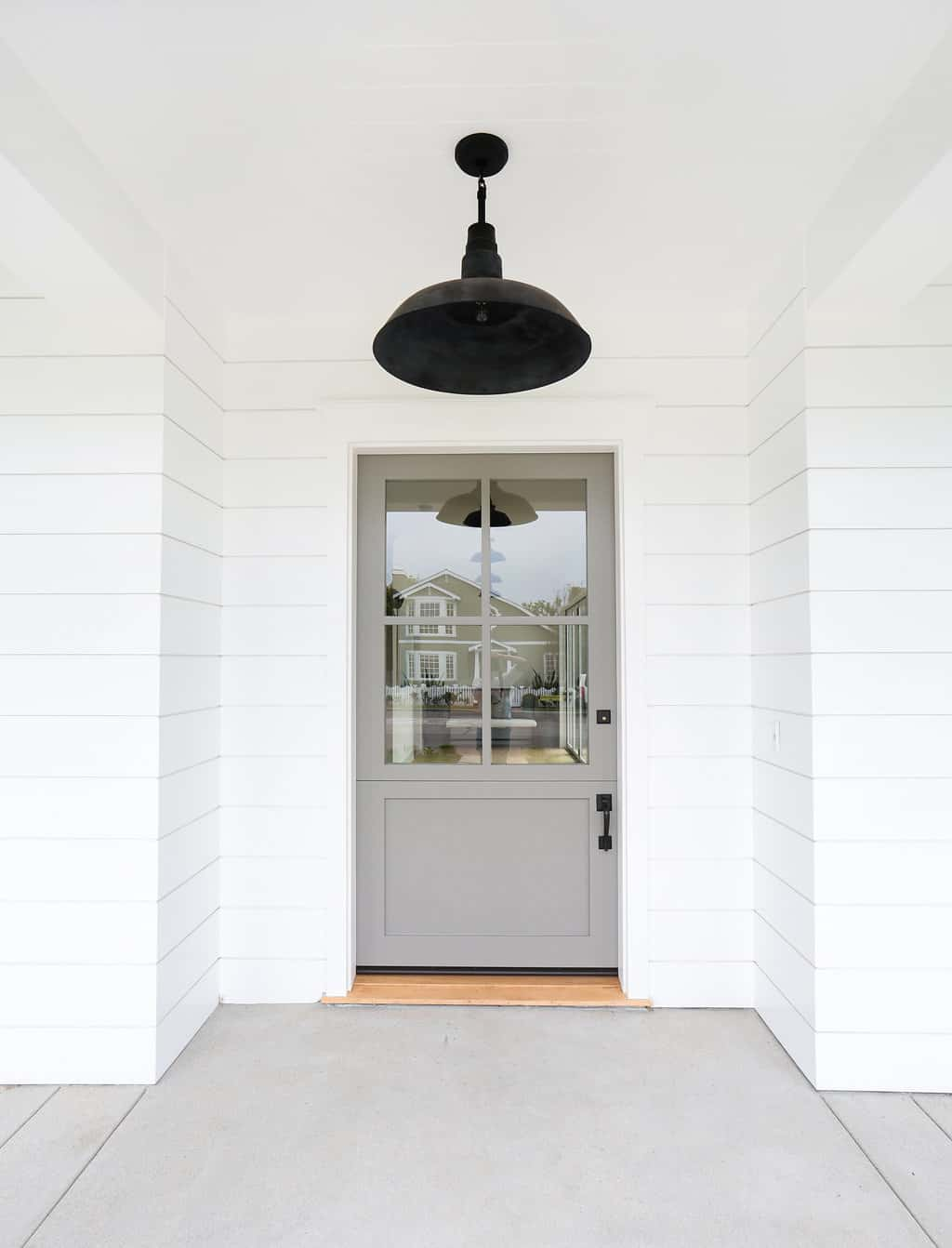 HOM-Modern-Farmhouse-With-Coastal-Flare-by-Blackband-Design-entry