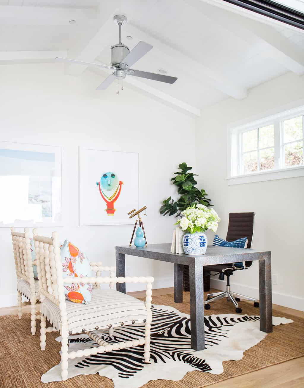 HOM-Modern-Farmhouse-With-Coastal-Flare-by-Blackband-Design-office
