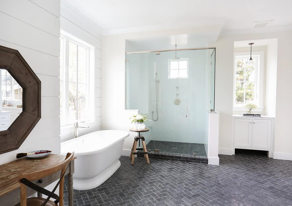 HOM-Modern-Farmhouse-With-Coastal-Flare-by-Blackband-Design-master-bath