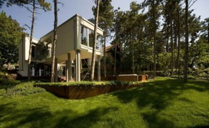 summer-house-on-pillars-allhitecture1