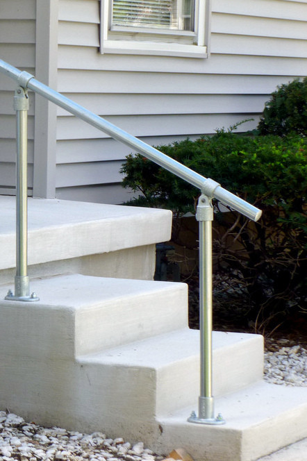 Sr C50 Floor Mounted Handrail With Adjustable Fittings