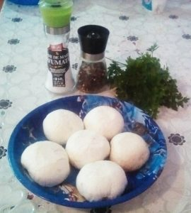 Ciuperci umplute cu piept de pui