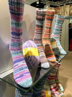 Socken über Socken gab es wie immer bei Regia…