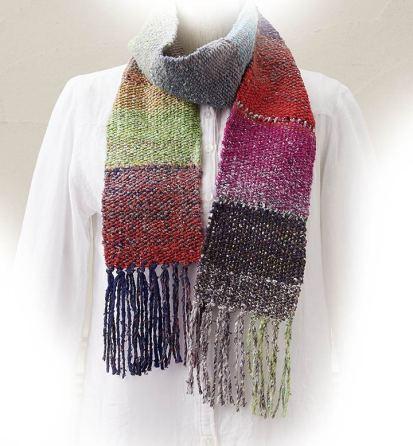 Sogar ein Schal lässt sich mit dem Webrahmen herstellen.