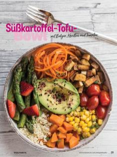 Rezept - Süßkartoffel-Tofu-Bowl mit Bulgur, Karotten und Tomaten - Simply Kochen Sonderheft Bowls
