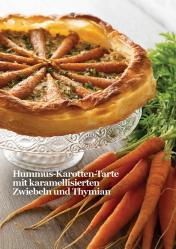Rezept - Hummus-Karotten-Tarte mit karamellisierten Zwiebeln und Thymian - Vegan Food & Living – 02/2020