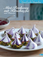 Rezept - Mini Pavlovas mit Kirschsoße und Pistazien - Simply Backen Kuchen & Kleingebäck – 01/2020