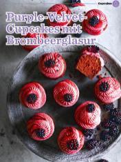 Rezept-Purple-Velvet-Cupcakes-mit-Brombeerglasur-Simply-Backen-Kollektion-Torten-Kuchen-0121