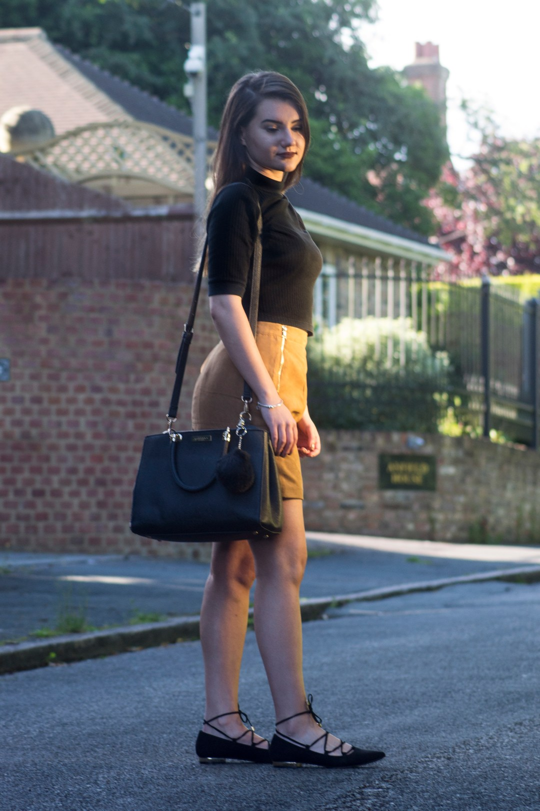 How to style a suede skirt?