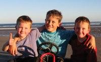 The_boys_beach1_2