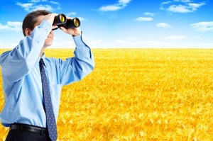 Man_with_binoculars