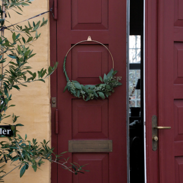 DIY FESTIVE WREATH WITH THE STRUPS RING