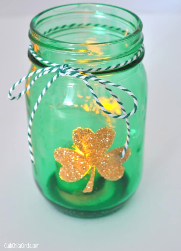 Glowing-gold-glittery-shamrock-tinted-mason-jar1