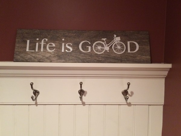 learn how to create a beautiful faux wood sign with vinyl and ceramic tile!