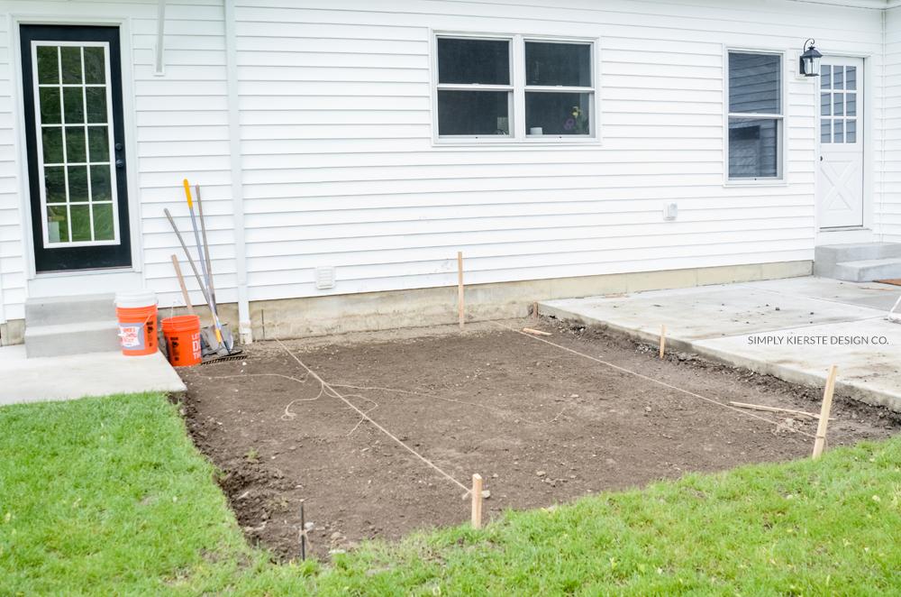 DIY Paver Patio: Weekend Summer Backyard Project on Build Backyard Patio id=95467