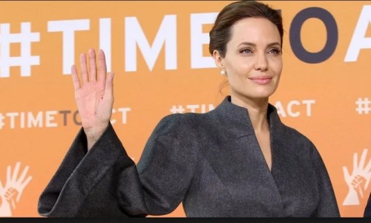 Angelina Jolie With Out Make Up 14
