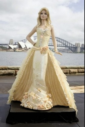 fashionable barbie doll pictures on bridge side