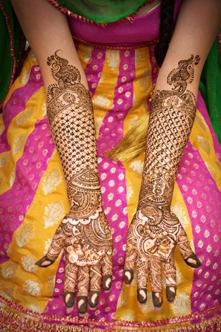 check and flower design mehndi