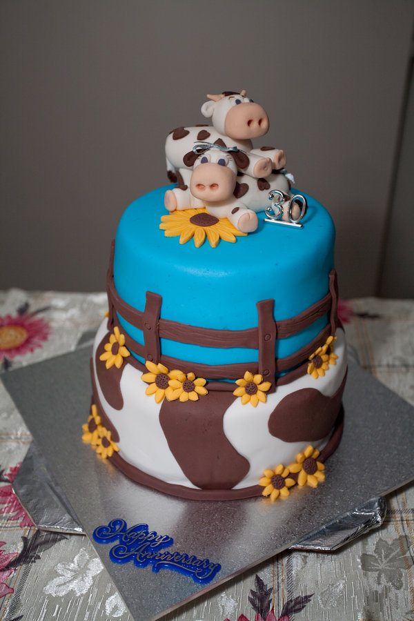 happy marriage cake and couple
