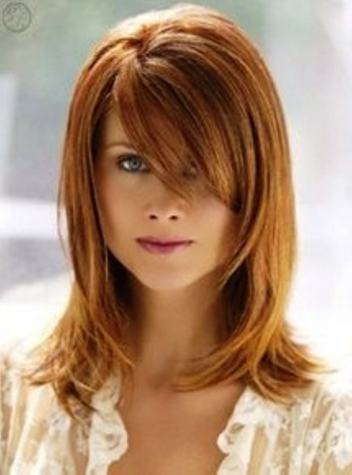 shoulder length hairstyle with layer and bangs