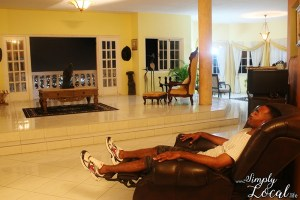 Chateau Belle airbnb Kingston Jamaica living room area