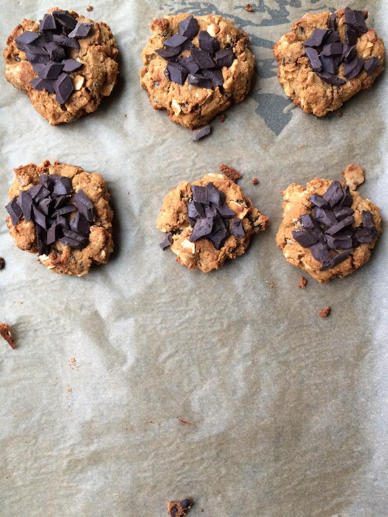 Flourless Everything Cookies Via