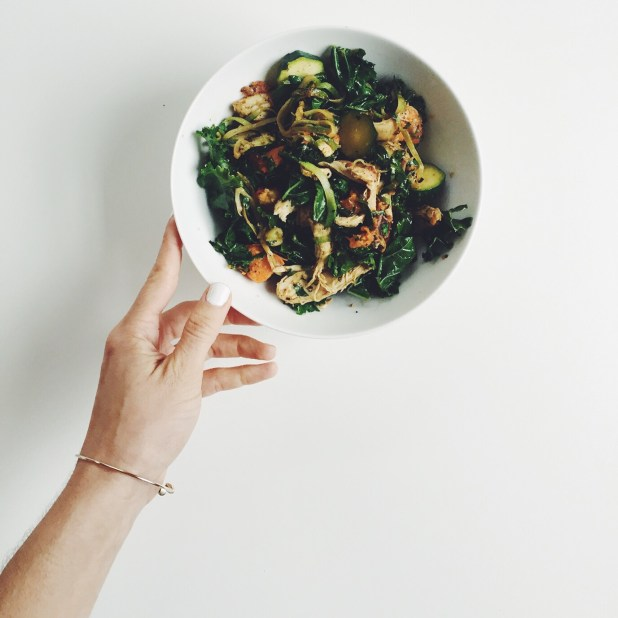 Wanna cook under 3 hours a week for all of your food? AND it's healthy?! The Simply Real Heath Winter Meal Plan is here! via @simplyrealhealth
