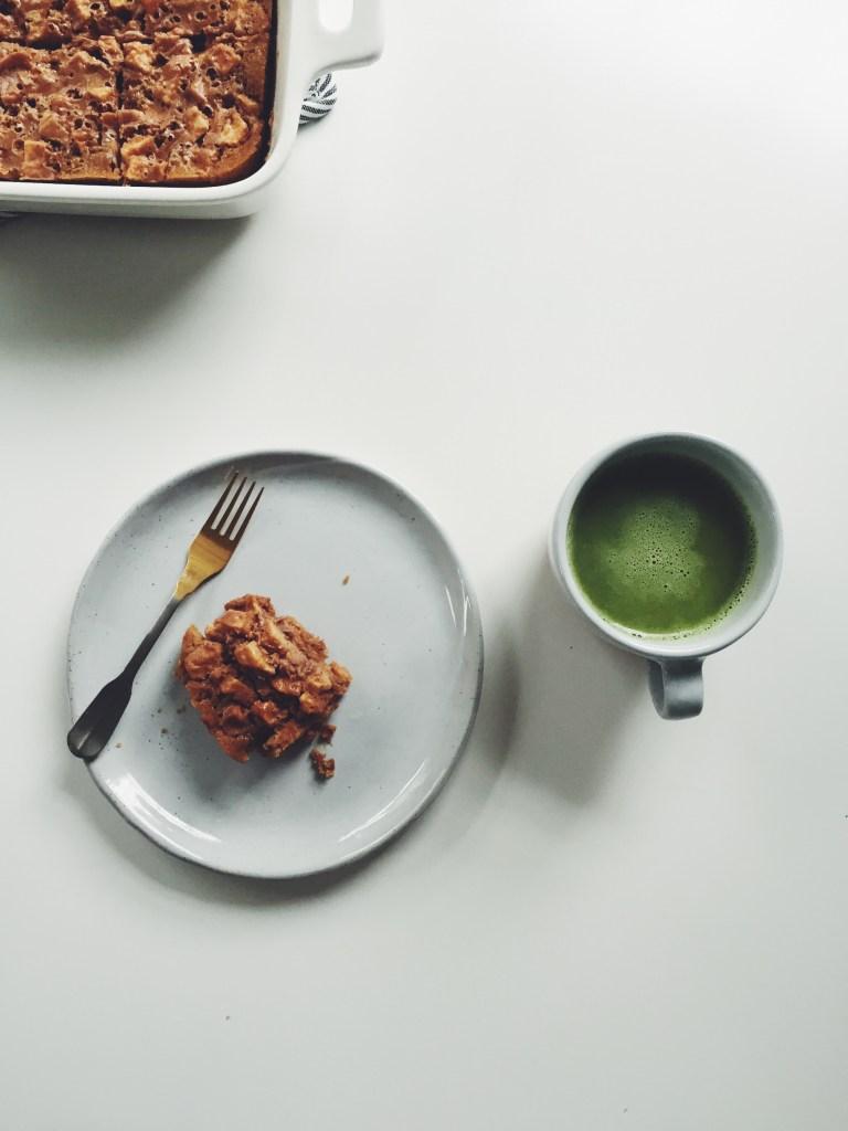 Gluten-free apple pie bars via @simplyrealhealth #fall #treats #healthy #dessert