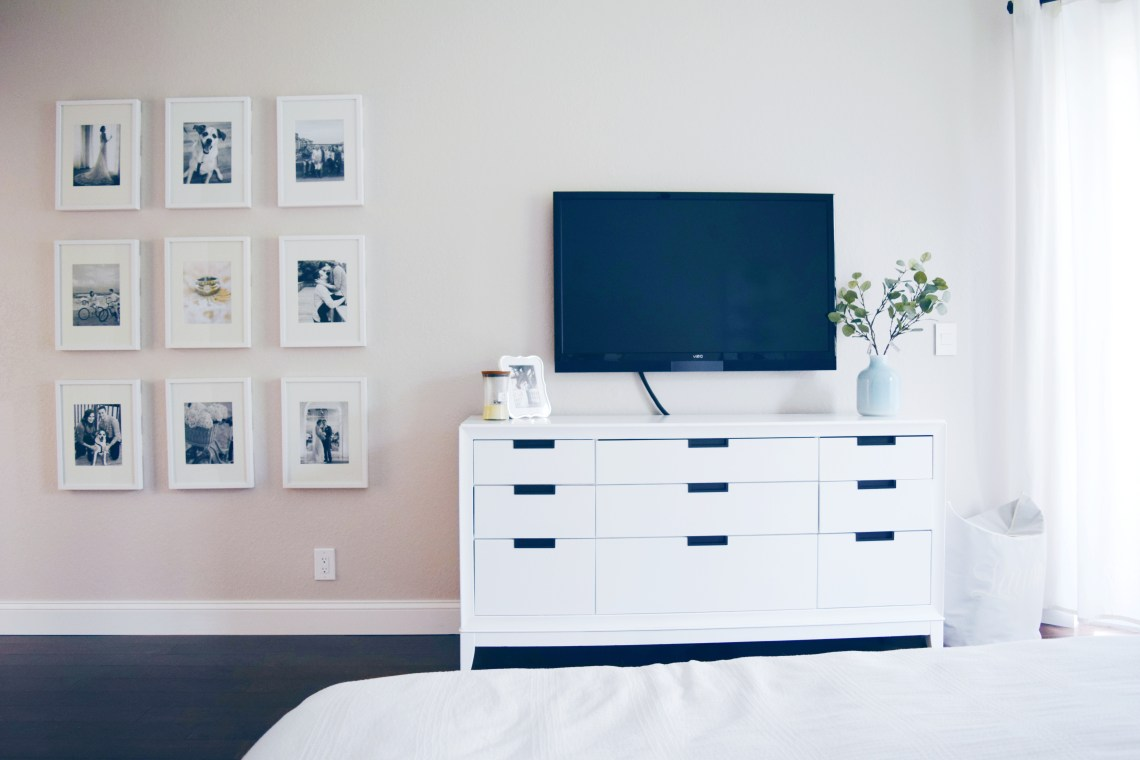 Home decor inspiration: Gallery wall in master bedroom