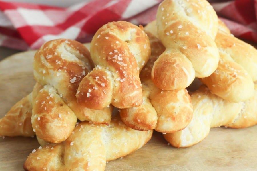 easy soft pretzel knots